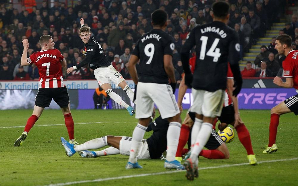 Ole Solskjaer praises young fullback's impact on United teammates