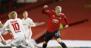 Dimitar Berbatov requests Donny van de Beek to leave Old Trafford