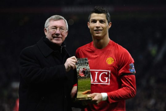 Arsene Wenger questions Man United's resigning of Cristiano Ronaldo